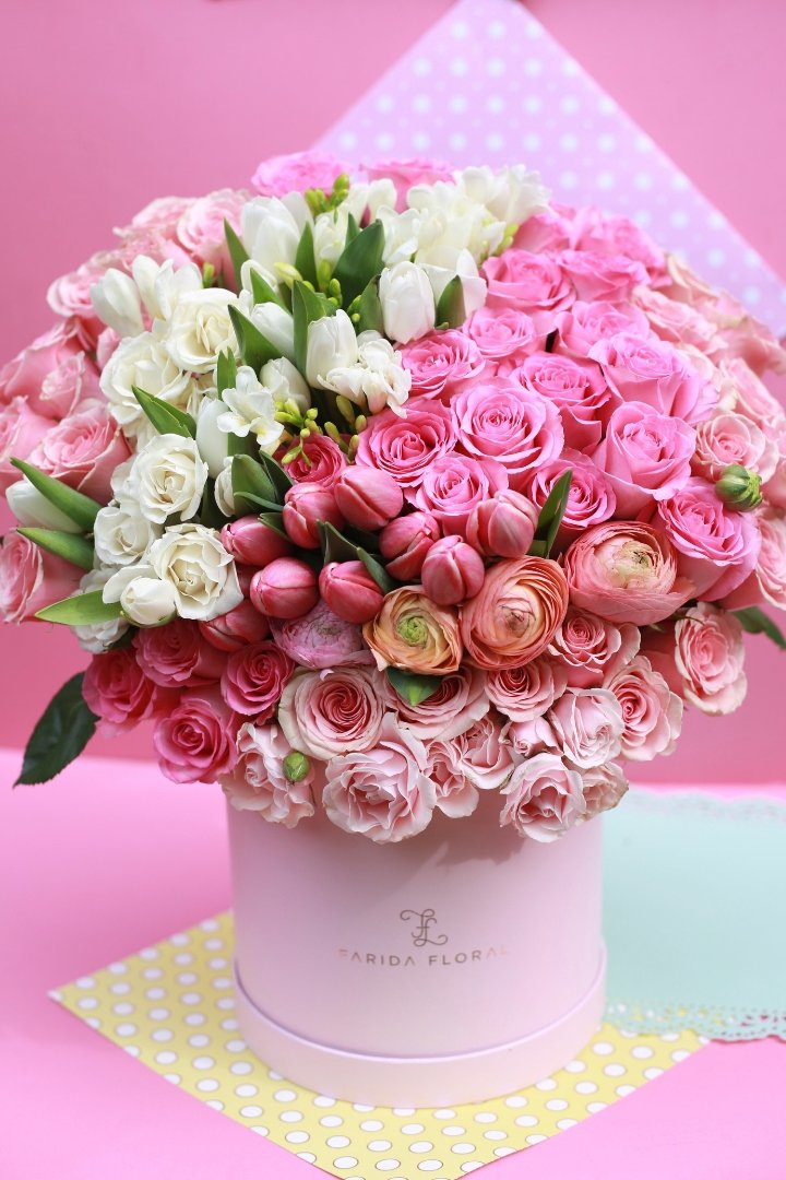 Miss Lola In 2020 Rose Flower Arrangements Birthday Flowers Bouquet Luxury Flower Arrangement