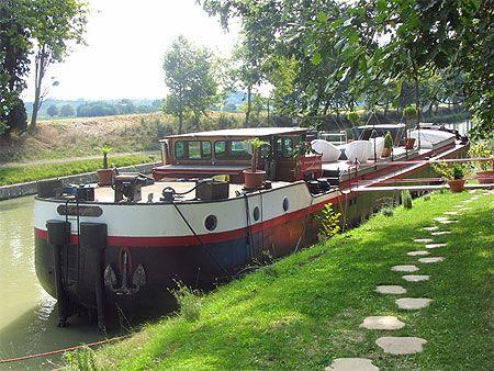 Canal du Midi dans les environs de Carcassonne (direction Toulouse