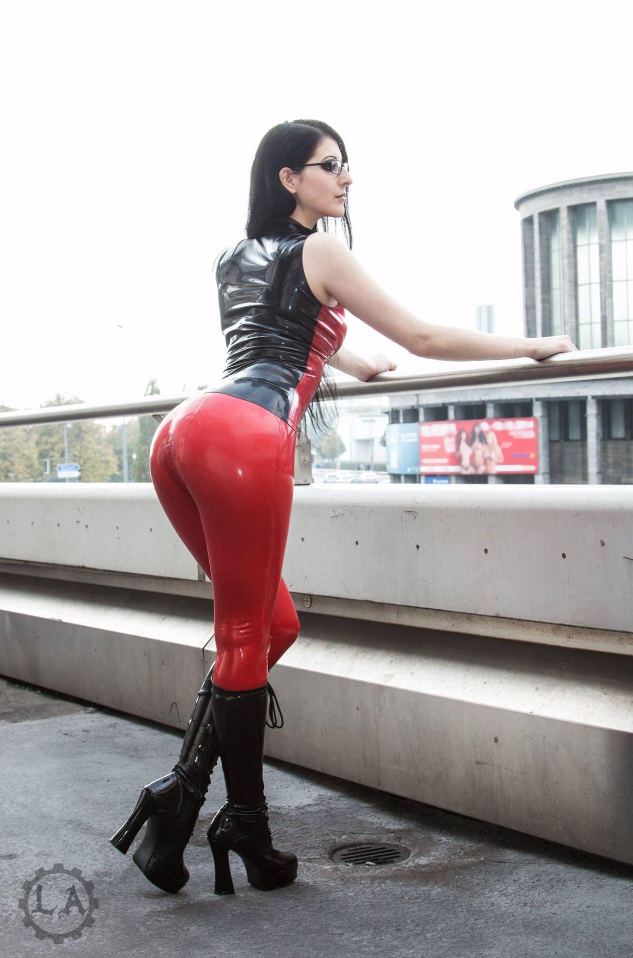 Sexy muscle woman handjob