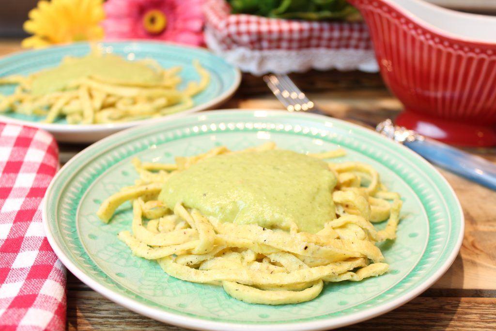 Keto Ofennudeln Mit Brokkoli Cheddar Sahnesosse Rezept Rezepte Lebensmittel Essen Brokkoli