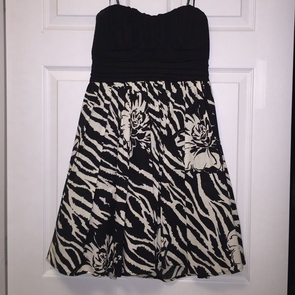 Strapless dress Strapless black and white dress with tulle underneath. Only worn once! City Triangles Dresses Strapless