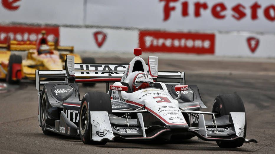 Helio Castroneves and Chevrolet take the pole for Phoenix IndyCar race