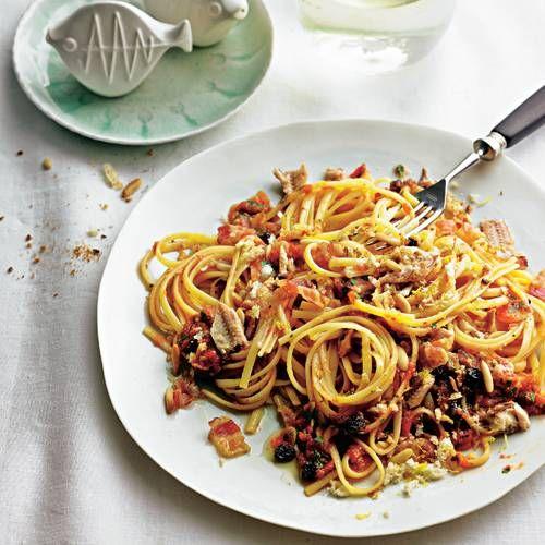 Linguine mit Tomaten, Sardinen Korinthen & Speck