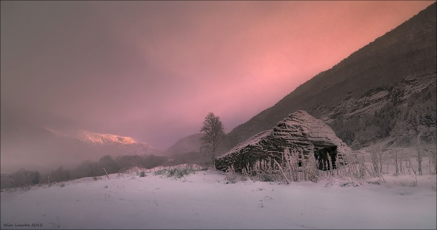 Old barn by Wim Lassche, via 500px