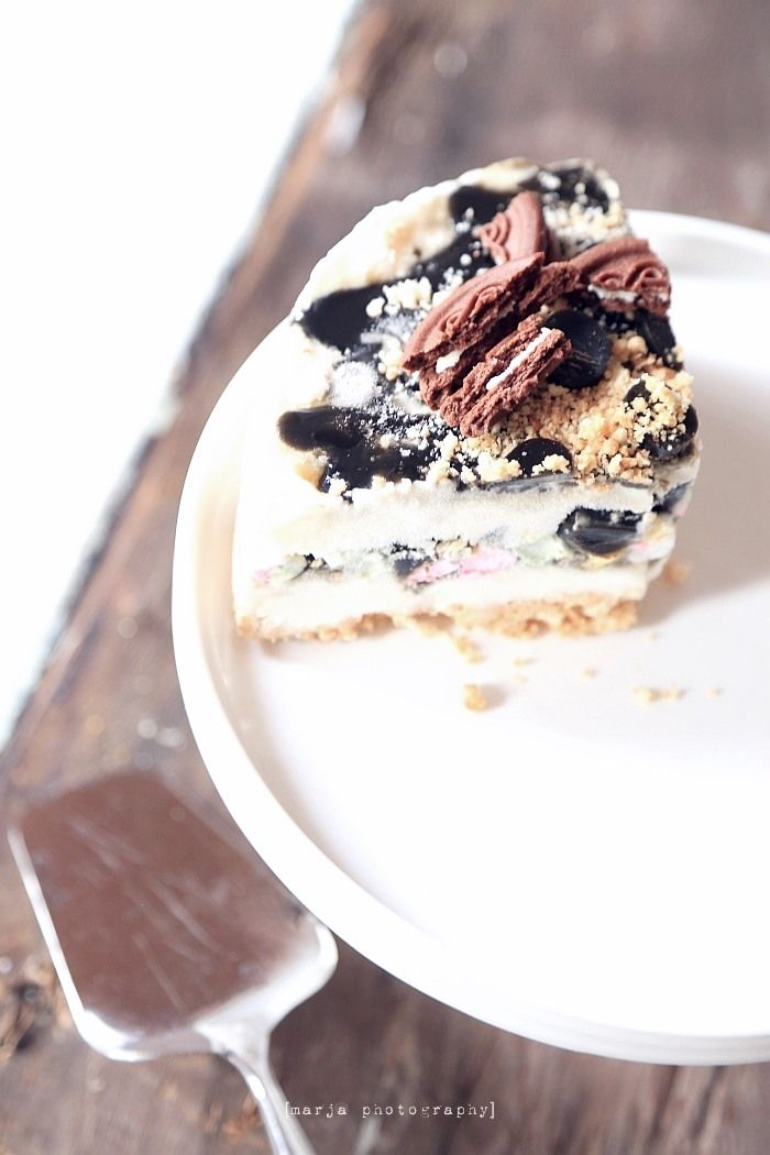 ice cream cake with  Marie-biscuit base, vanilla ice cream, liquorice sauce, liquorice pieces, crumbs, mini marshmallows