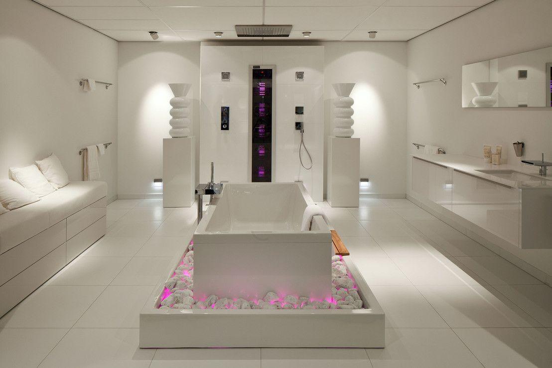 Cuartos de ba o modernos para espacios grandes o peque os for Cuarto bano moderno