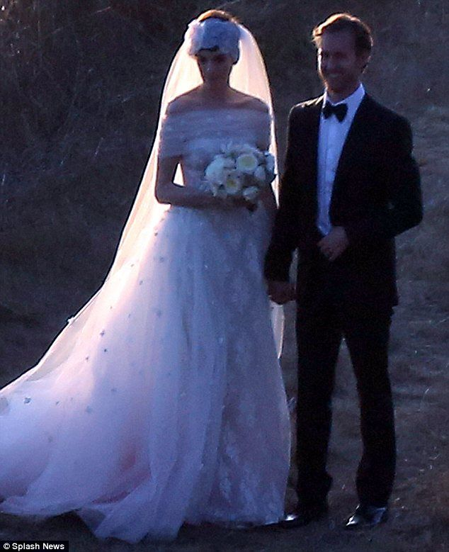 Anne Hathaway And Husband Wedding: Wedding Bells! Anne Hathaway Marries Adam Shulman In
