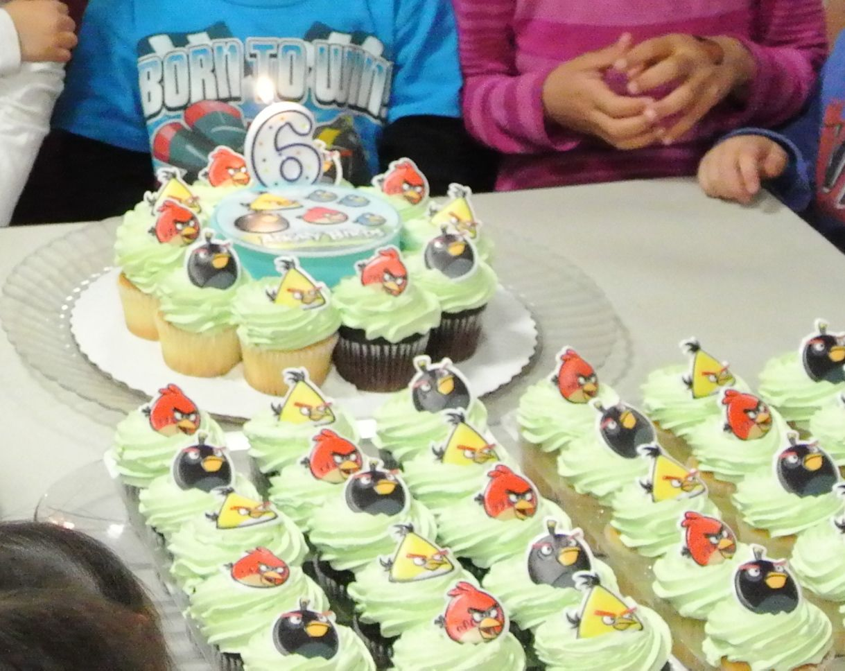 Fine Angry Birds Birthday Cake And Cupcakes From Sams Club Though I Funny Birthday Cards Online Alyptdamsfinfo