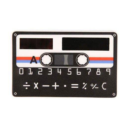 Bardzo płaski kalkulator Kaseta, który możesz zabrać ze sobą praktycznie wszędzie.