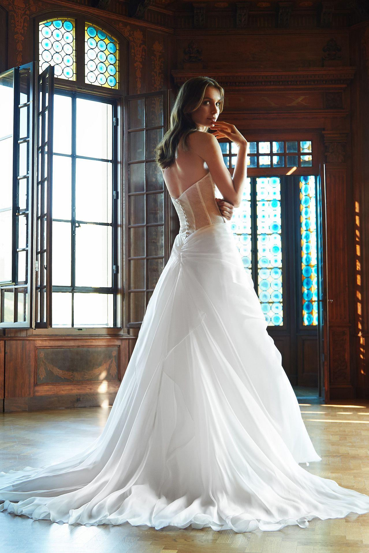 MODELLO SB 1118 Meraviglioso abito da sposa in organza voile di seta pura  drappeggiata con schiena e1e84a0cac9