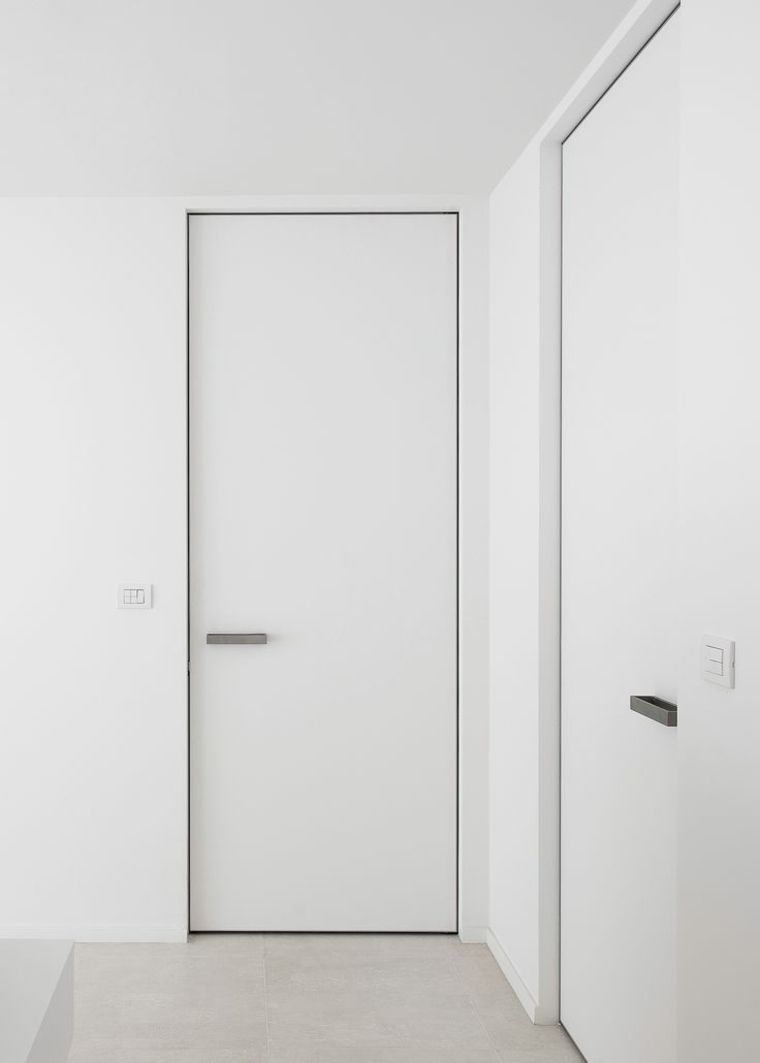 Puertas blancas para interiores modernos usos en for Puertas para casa interior