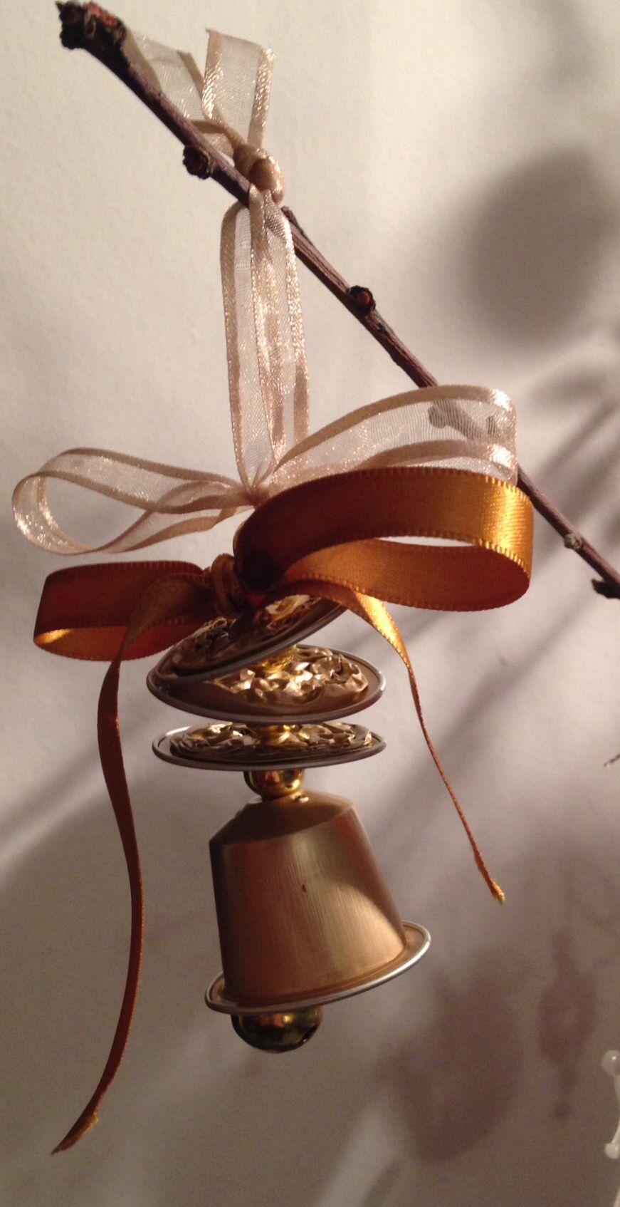 Lavoretti Di Natale Con Cialde Nespresso.Campanella Con Cialde Nespresso Kerst Ornamento Di