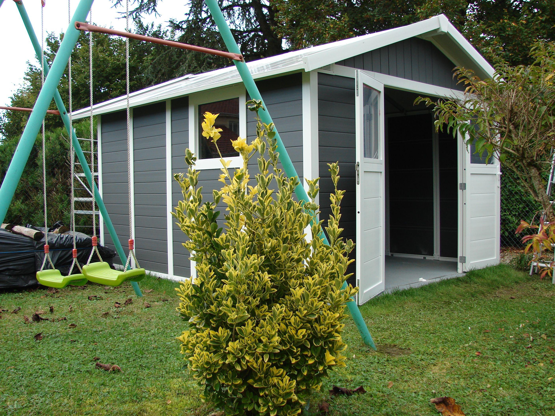 Espace et esthétisme pour cette cabane de jardin en PVC destinée à ...