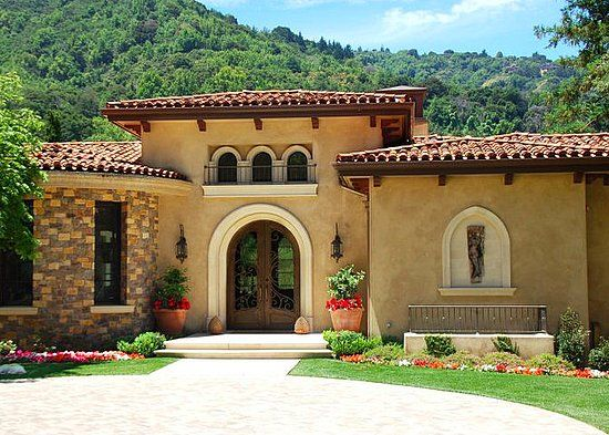 History Of The Mediterranean Style Home Mediterranean Style Homes Mediterranean Homes Exterior House Colors