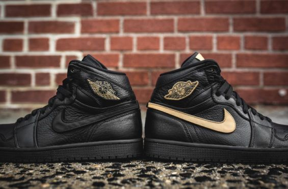 Interchangeble Velcro Patches Come With The Air Jordan 1