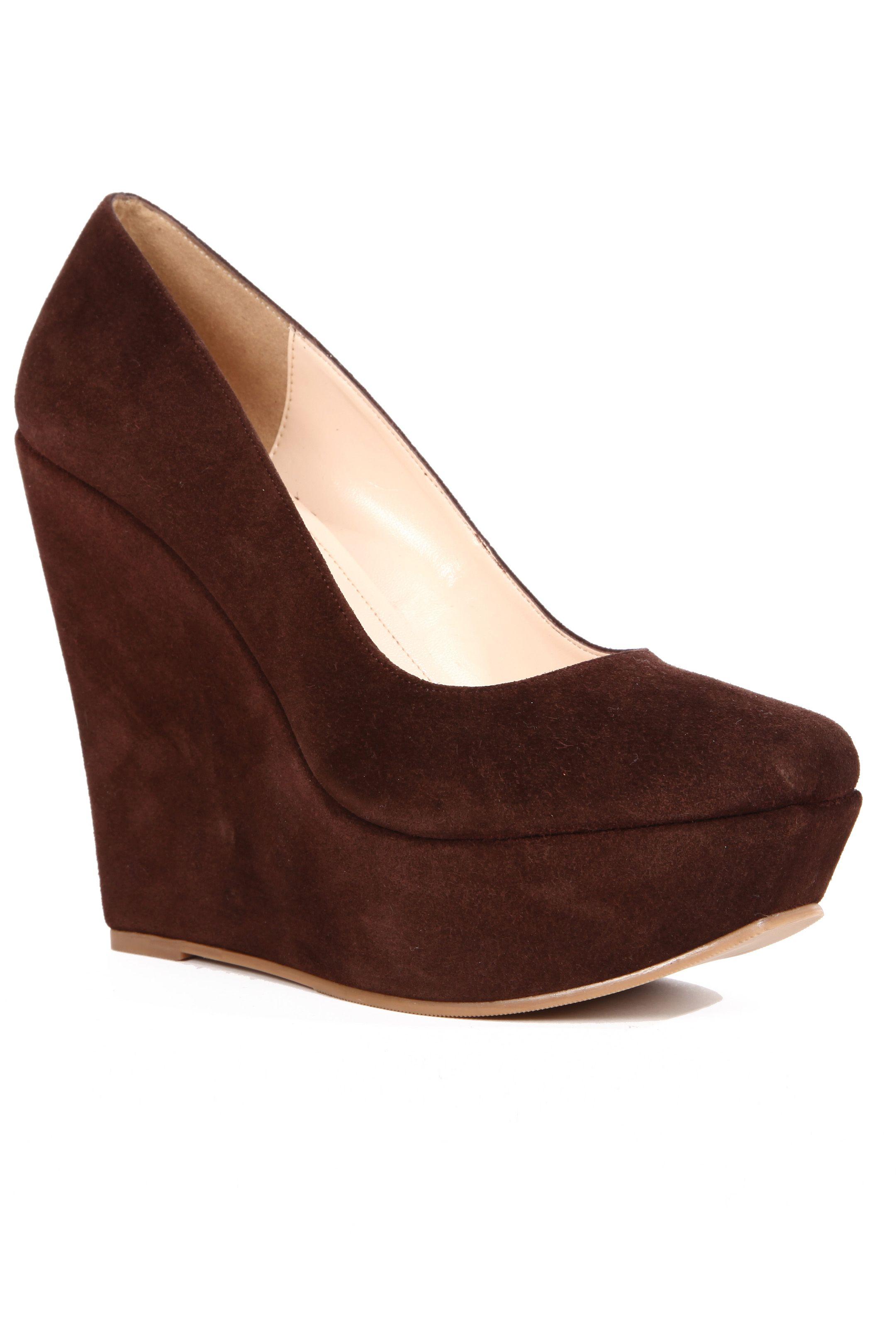 Zapato de plataforma corrida color chocolate en gamuza. Tacón 13 cms    1 b527fb3d144
