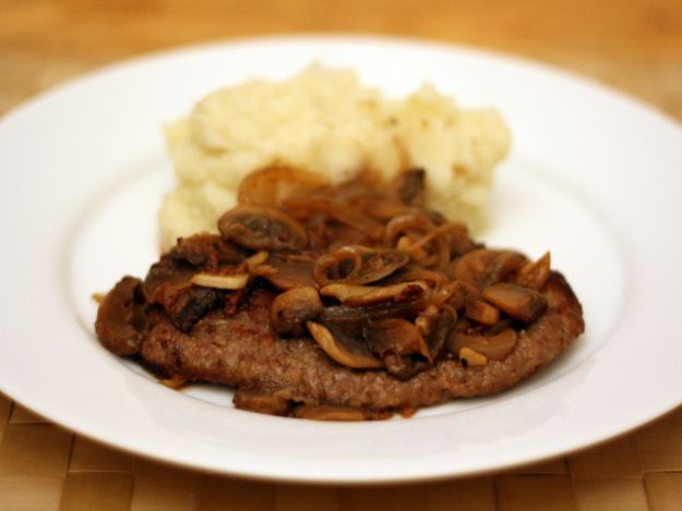 Dinner Tonight Cube Steak A La Salisbury Recipe Recipe Cube Steak Recipes Serious Eats