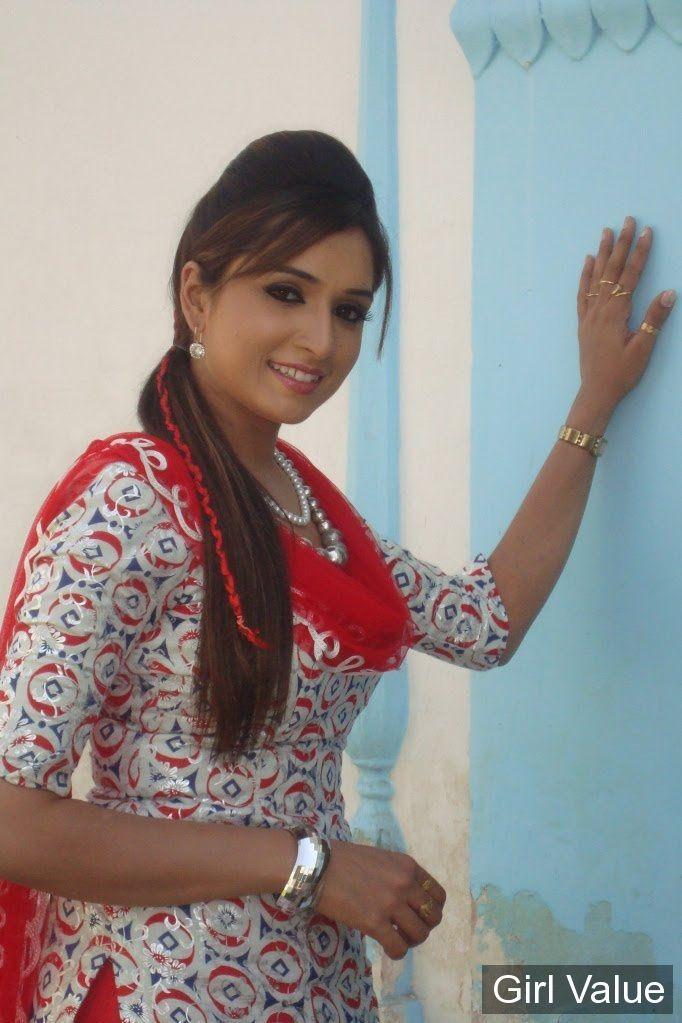 pakistani girls in red salwar white kameez