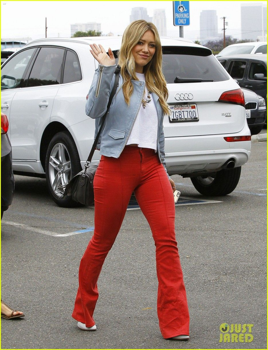 Hilary duff rocks out to her own music hilary duff looks trendy