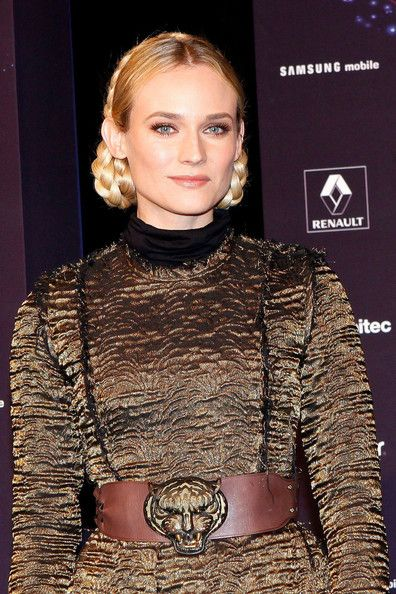 Diane Kruger Oversized Belt - Belts Lookbook - StyleBistro