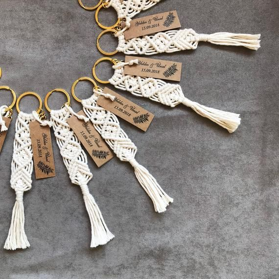 25 pcs macrame keychains to use as a wedding favors, wedding & babyshower gift / souvenir. Metal ring can be silver and gold