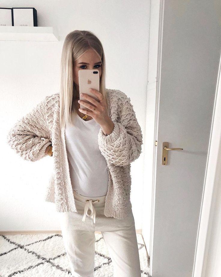 """Lisa ✨   Mom & Fashionlover on Instagram: """"#comfymondaylook ✨ hoffe ihr seid alle gut in die neue Woche gestartet. 💕 BTW: Jogginghosen Outfits wird's demnächst bestimmt öfter geben 😅…"""""""