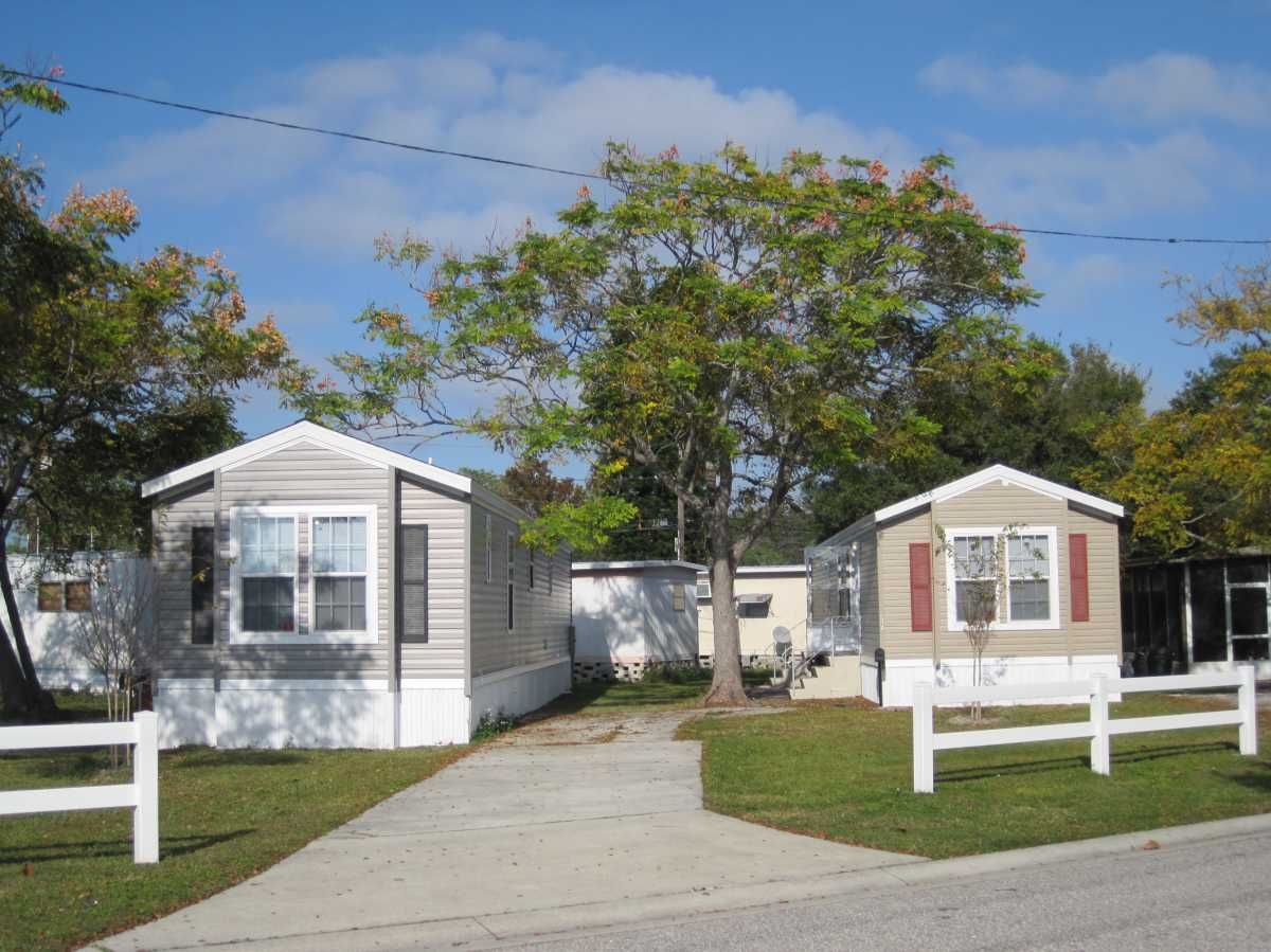 Villa Plumosa Mobile Home Park in Saint Petersburg, FL via MHVillage on