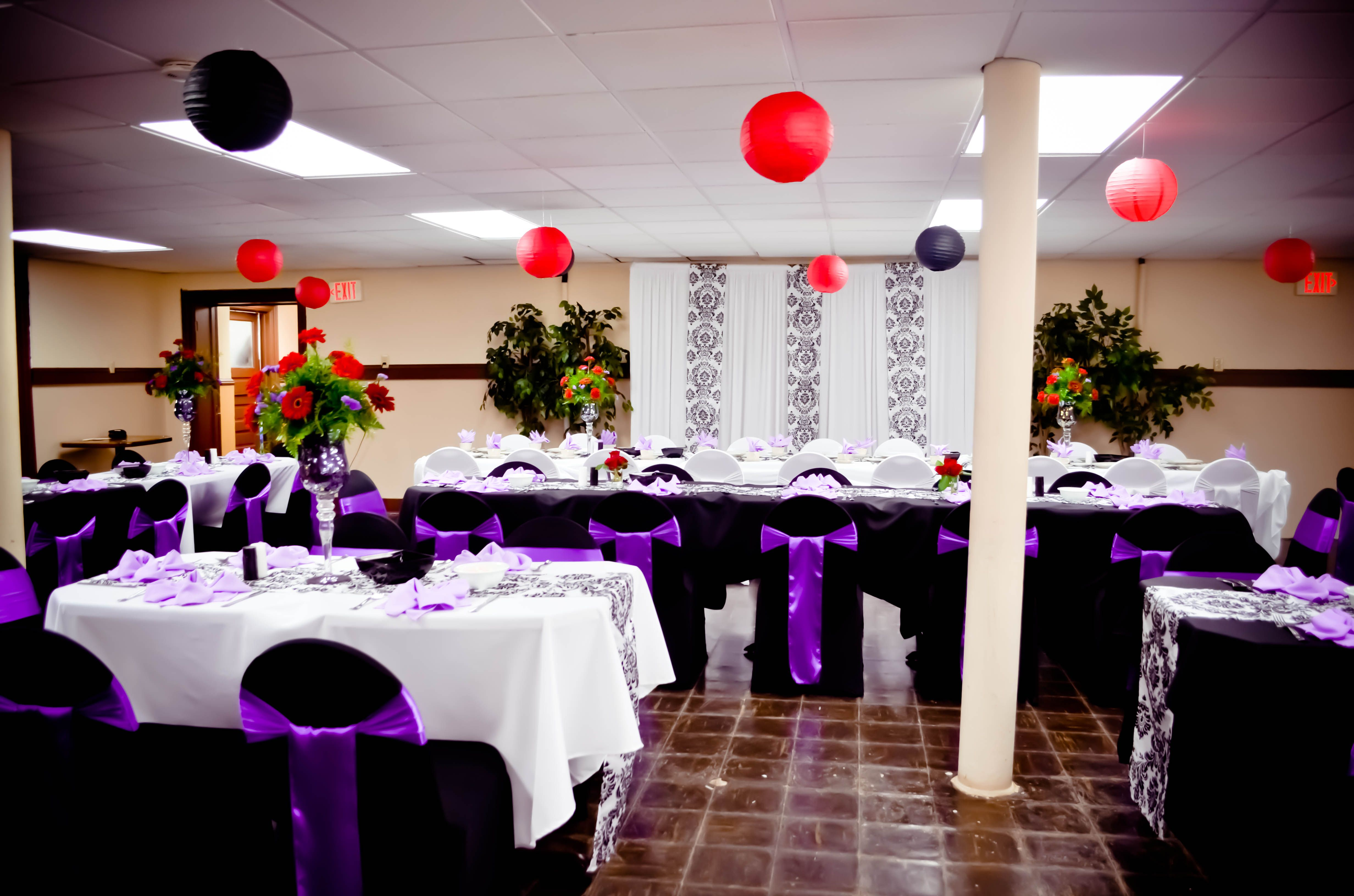 Event Black & White Spandex Chair Covers Purple Satin Sashes White Polyester Tablecloths
