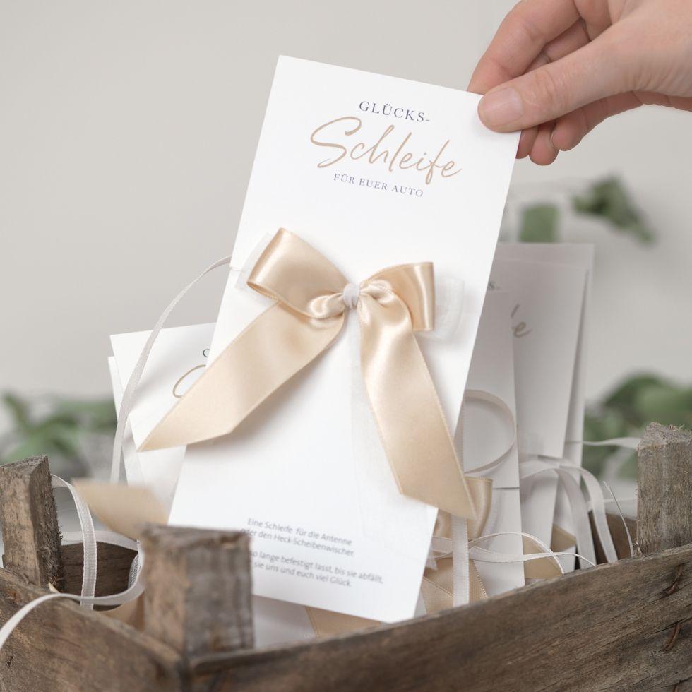 Schone Autoschleifen Zur Hochzeit Basteln So Geht Es Ganz Einfach Karte Hochzeit Hochzeitseinladungen Basteln Autoschleifen