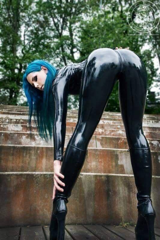 массаж фото резиновая женская жопа российский бомбардировщик