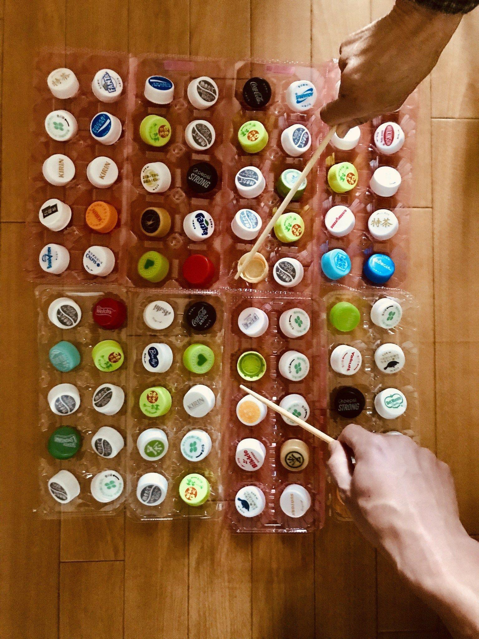 高齢者 在宅介護 レクリエーション ペットボトルキャップと卵のパックと割りばしを使って 80個たこ焼きゲーム に挑戦してみた Chibiikeレク 手作りゲーム 敬老の日 カード ペットボトルのキャップ