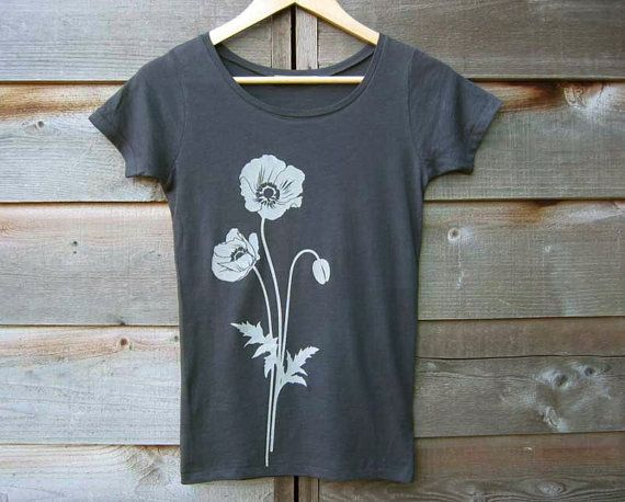 This eco-friendly womens graphic t shirt made of organic cotton jersey displays a picture of poppy flowers screen-printed on the front. Its very soft! It