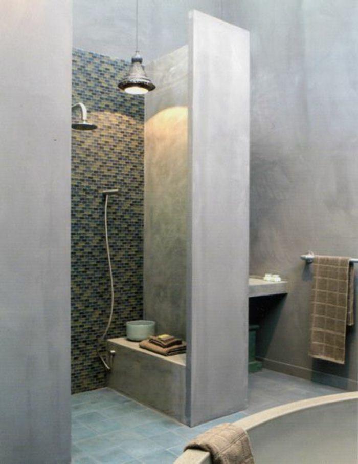 comment bien aménager la salle de bain, murs en beton ciré | DECO ...