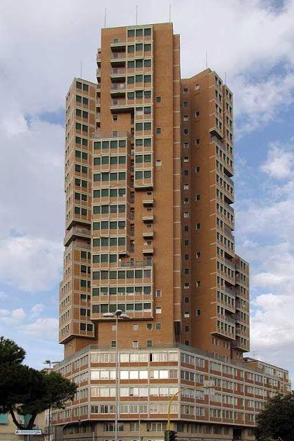 Grattacielo (high rise), piazza Matteotti Architecture