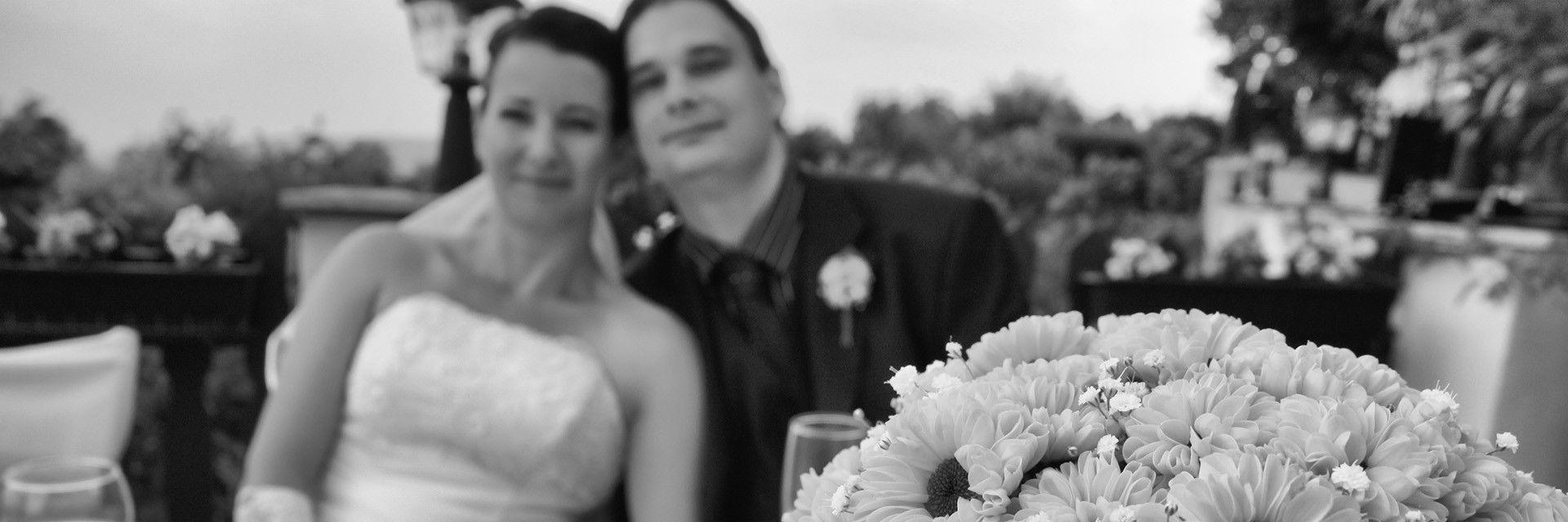 Esküvő fotózás = egy pár életének talán legmeghatározóbb és legbensőségesebb eseményén, mint esküvő fotós részt venni, mindig megtisztelő feladat.
