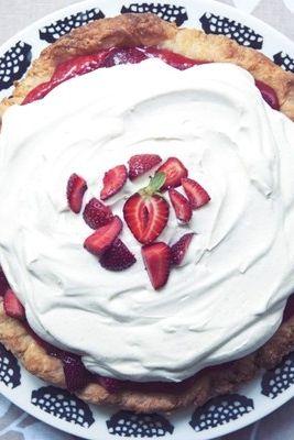 The no-bake dessert you need: strawberry-lemon cream pie!