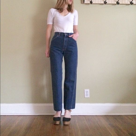 8650affb Lee High Waist 70's Mom Jeans Sz 27 Lee Riders high waist, wide leg jeans.  Talon 42 zipper, union made. Dark wash. Tag Sz: 9 Waist: 27