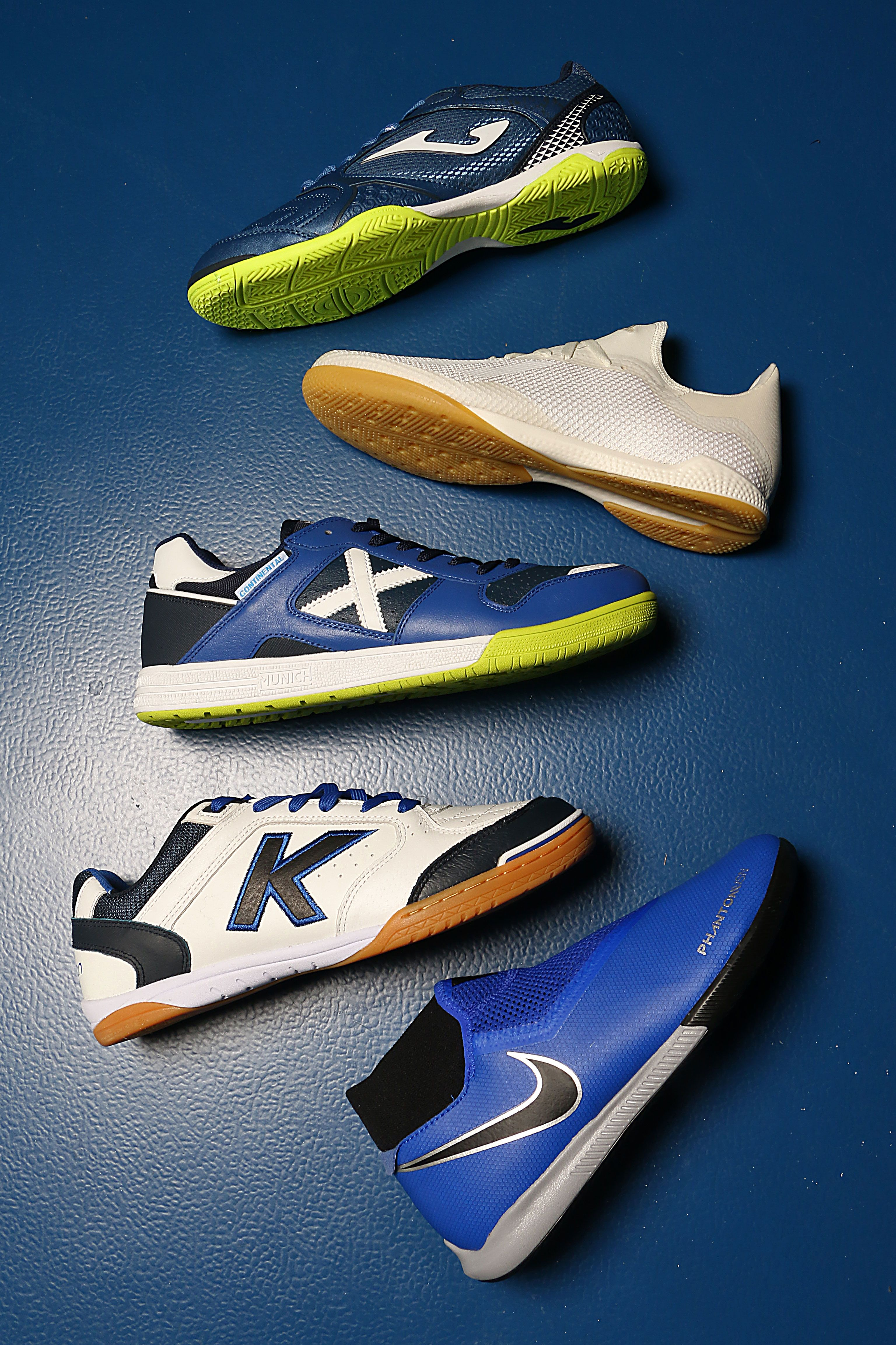 En futbolmania están todas las zapatillas de futbol sala  las líneas de las  mejores marcas ae05daa206022