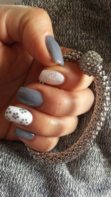 gel unghie grigio, glitter, pittura #gelnaildesigns