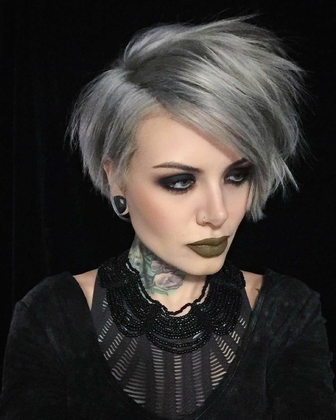 Coupe de cheveux carre plongeant degrade court