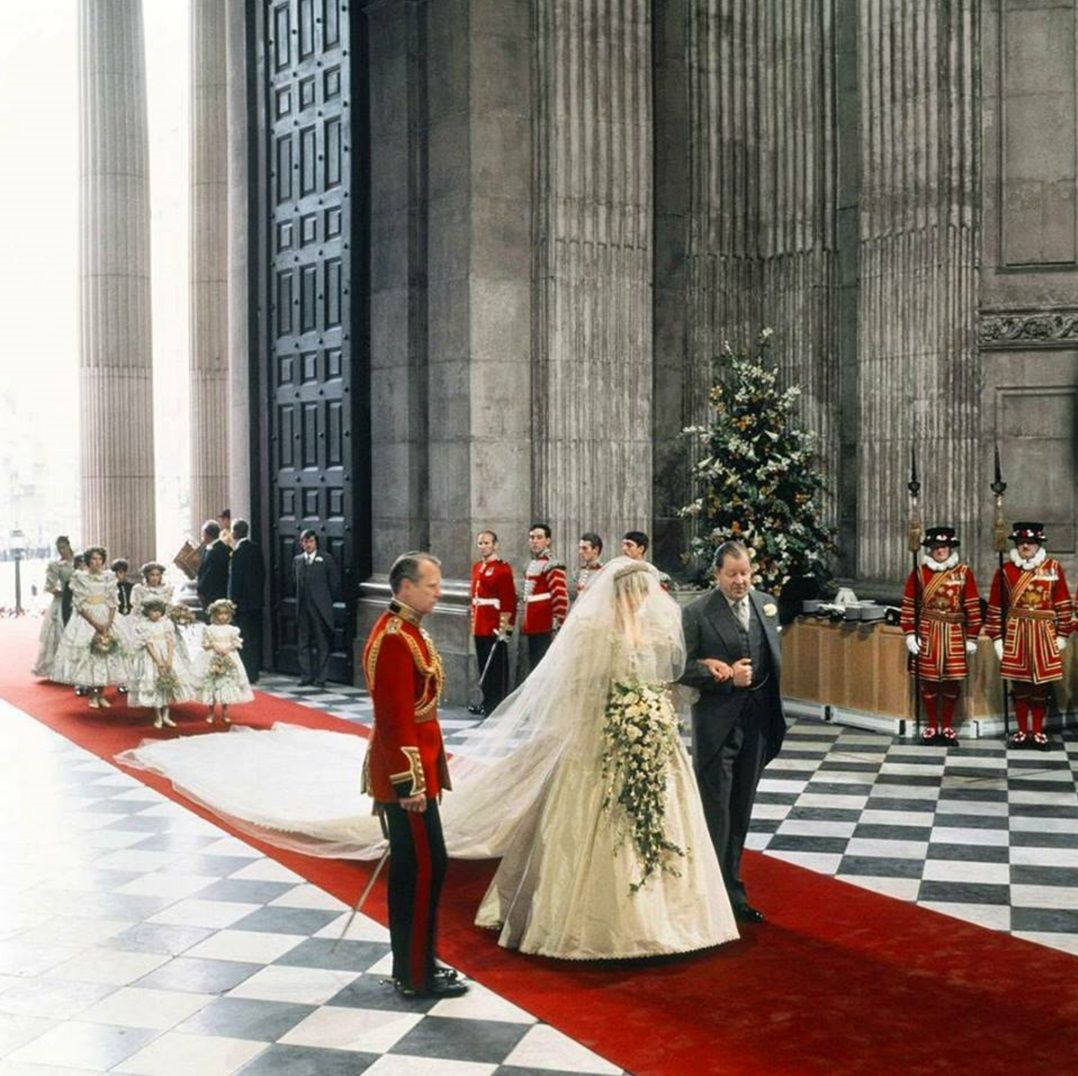 July 29 1981 Princess Diana And Prince Charles At St Paul S Cathedral London United Princess Diana Wedding Princess Diana Wedding Dress Diana Wedding Dress [ 1076 x 1078 Pixel ]