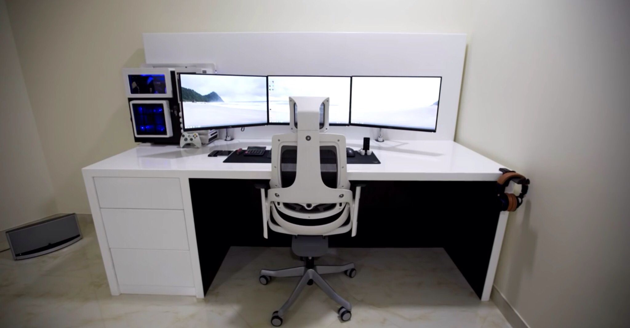 White Triple Monitor Gaming Setup Gaming Setup
