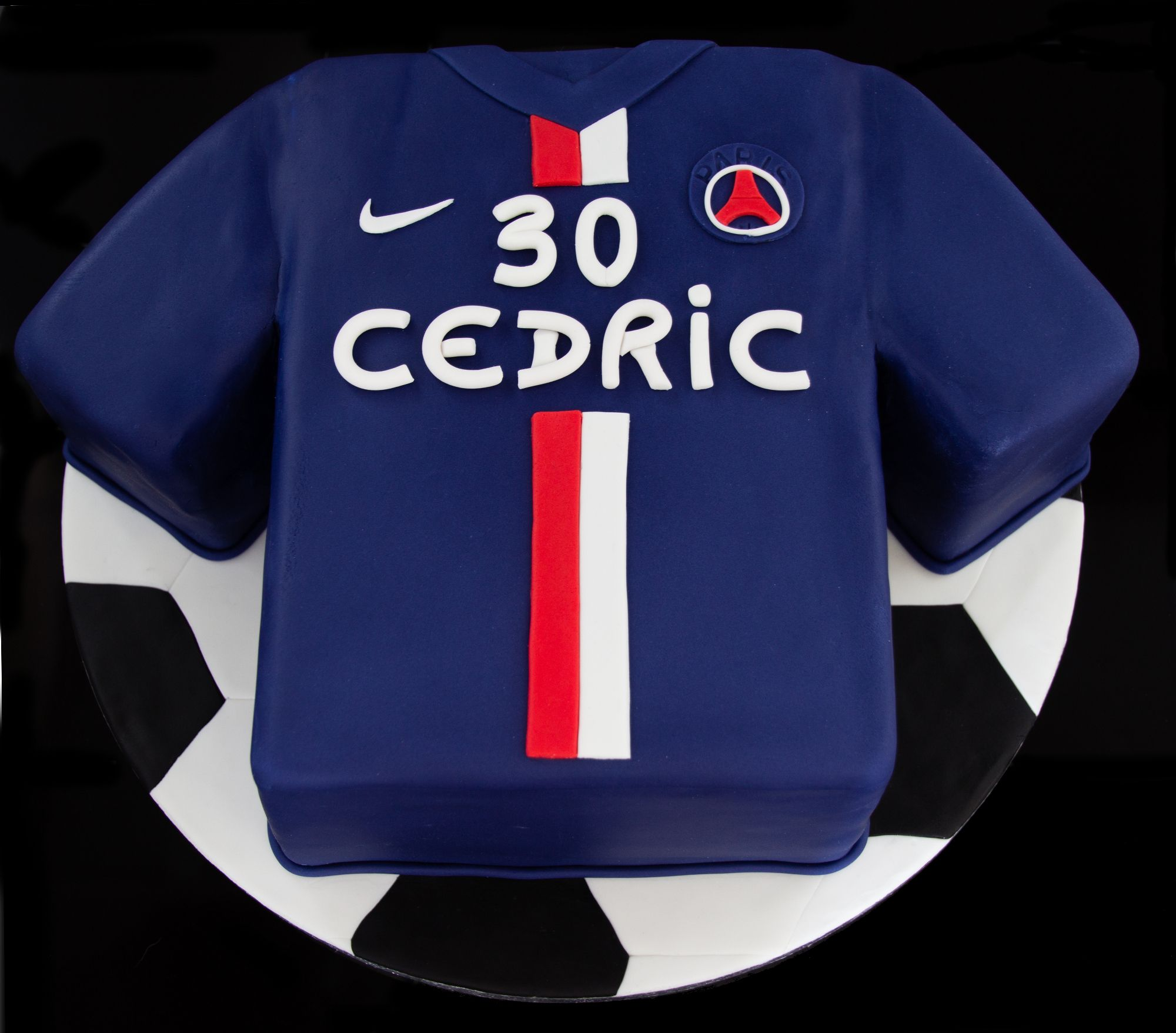 cake design g teau personnalis en p te sucre en forme de maillot du paris saint germain psg. Black Bedroom Furniture Sets. Home Design Ideas