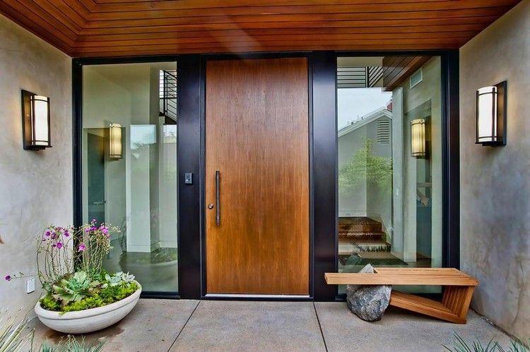 Porte dentrée en bois massif et plafond bois design banc en bois et