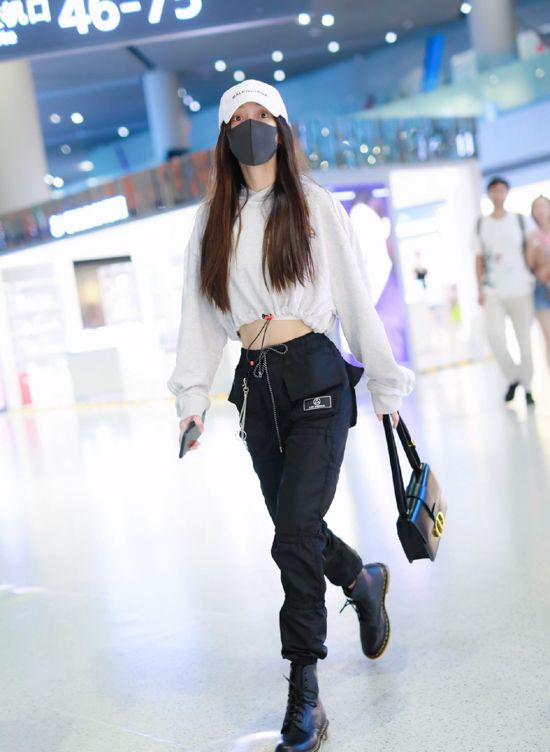 Angelababy's Fashion Look at Shanghai Airport on August 4, 2019 - CodiPOP