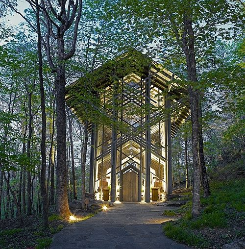 thorncrown chapel nestled in the ozark mountains near