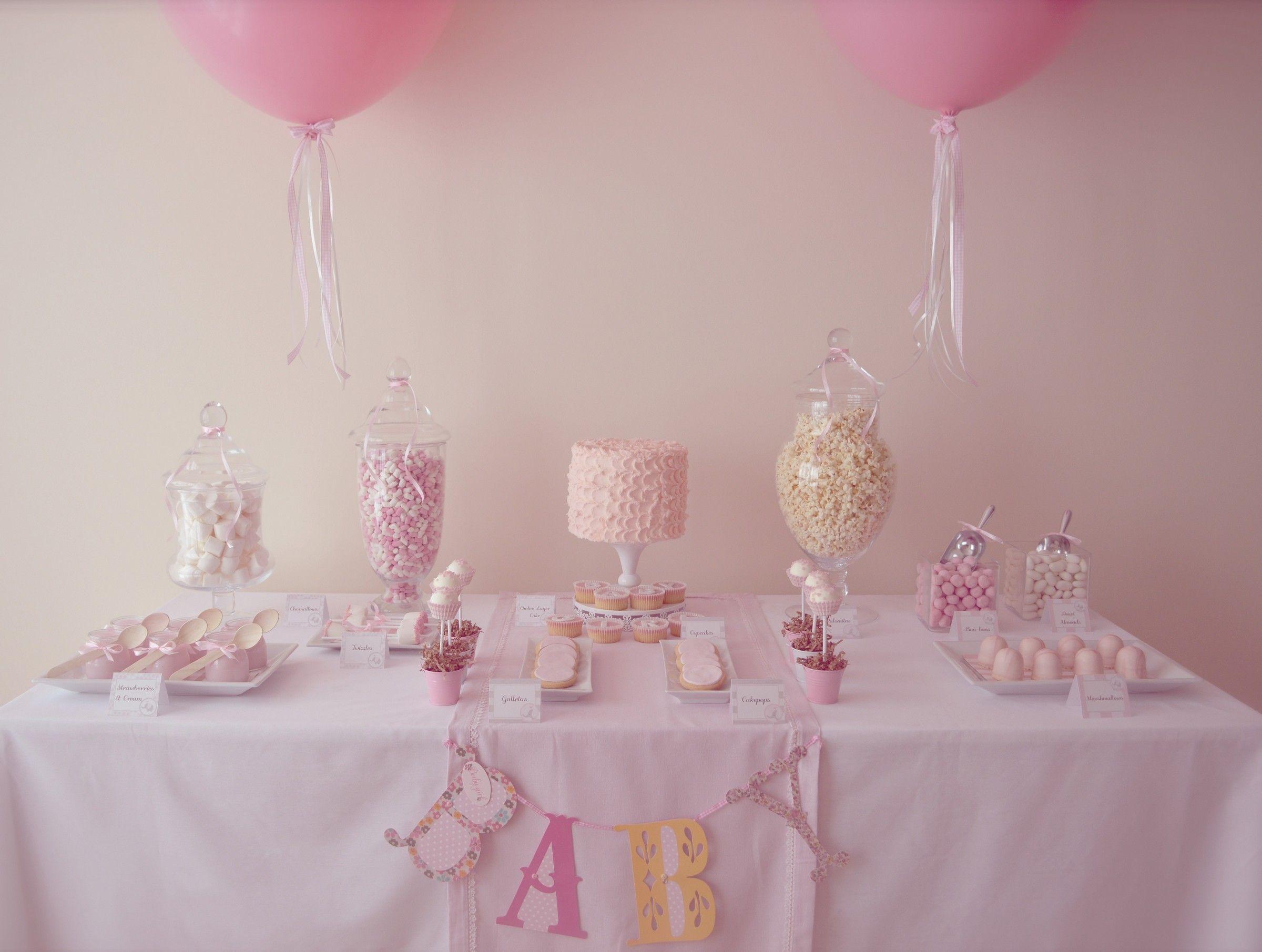 Mesa dulce baby shower para celebrar el bautizo de una for Mesa de dulces para bautizo de nina