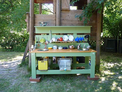 our mud kitchen garden stuff kid 39 s pinterest garten matsch und ideen. Black Bedroom Furniture Sets. Home Design Ideas