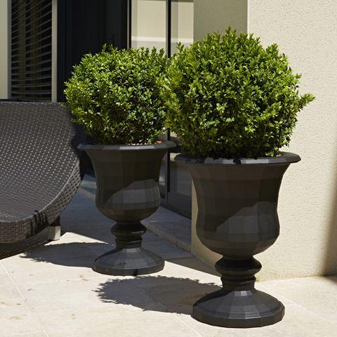 Medicis et amphore twist poetic jardin ces deux pots for Amphore piscine decoration