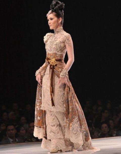 Desain long dress batik pesta